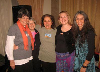 Слева направо: Нинке Мербис (Nienke Merbis), Джин Фарел (Jean Farrell), Диана Медина (Diana Medina), Ирина Попроцкая и Ситара Бласко (Sitara Blasco)